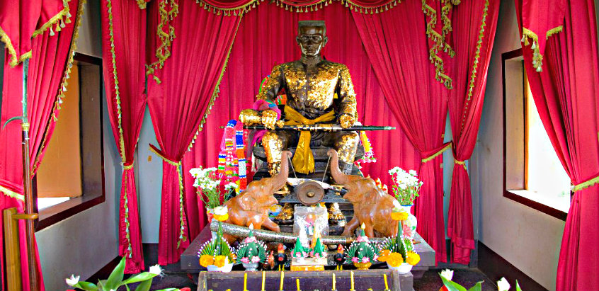 shrine-of-king-taksin-the-great-mae-sot