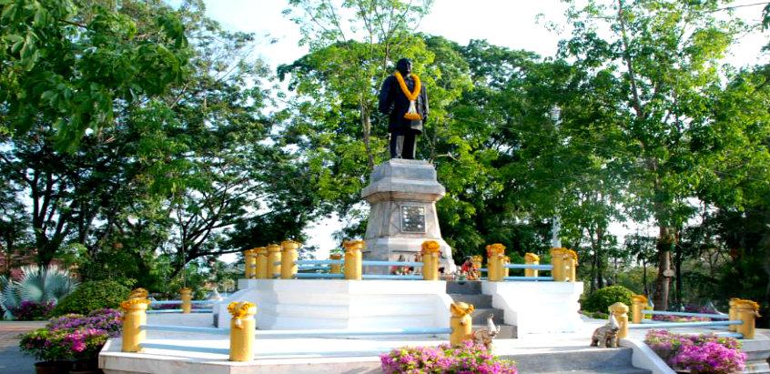 trang-monument