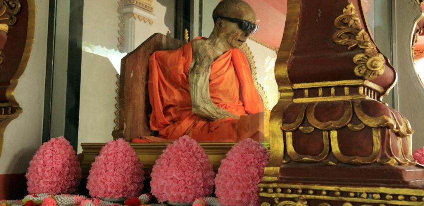 wat-khunaram-mummified-monk--koh-samui