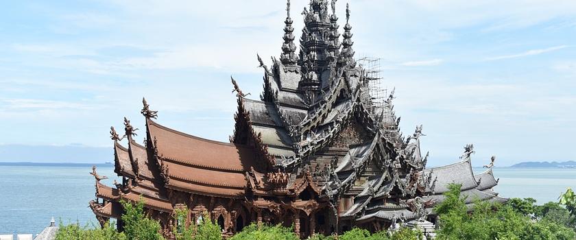 Visit Sanctuary of Truth (Prasat Sut Ja-Tum)